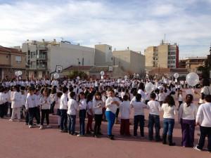 Celebración del día de la PAZ, 30 de Enero, en el patio del colegio.