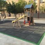 Rehabilitación de la zona de parque con caucho y pintura decorativa.