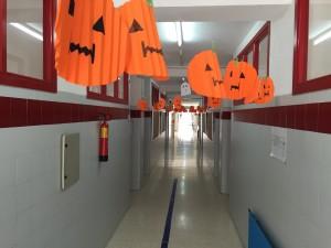 Calabazas flotantes por los pasillos.