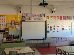Todas las clases disponen de Pizarra Digital y/o equipo informático con conexión a Internet.