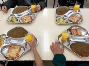 Así de bien comen en el colegio. 15/12/2015